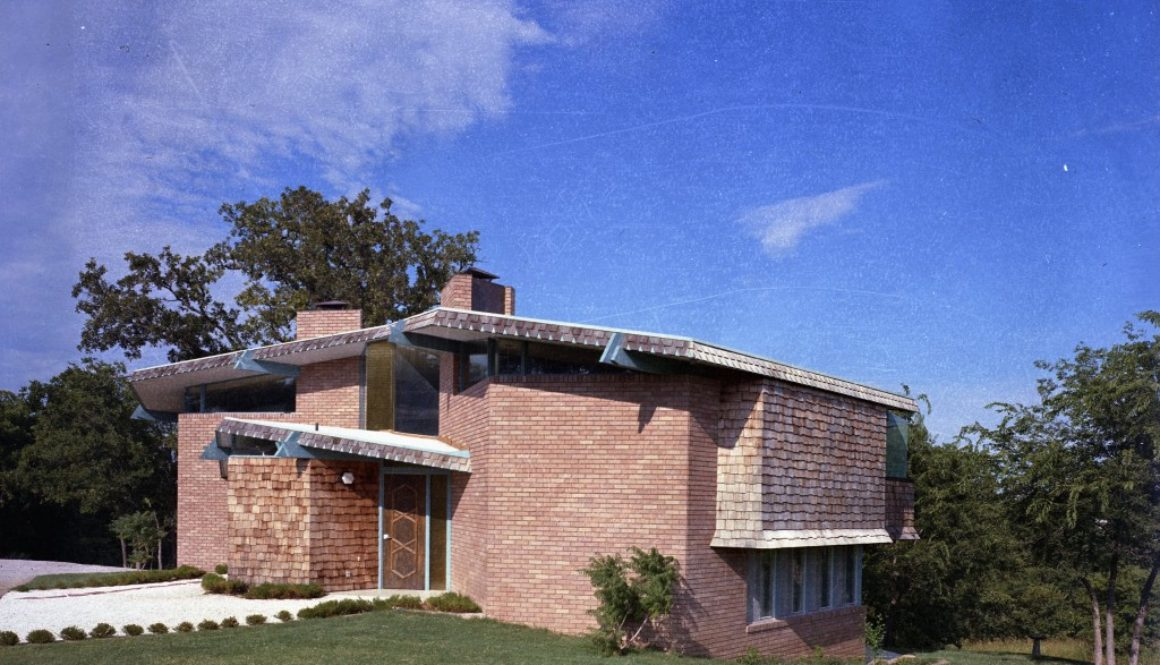 Gwin House Ada - designed by Ray James - photo by Bob Bowlby front color