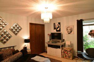 Debbie Ellis mil bedroom