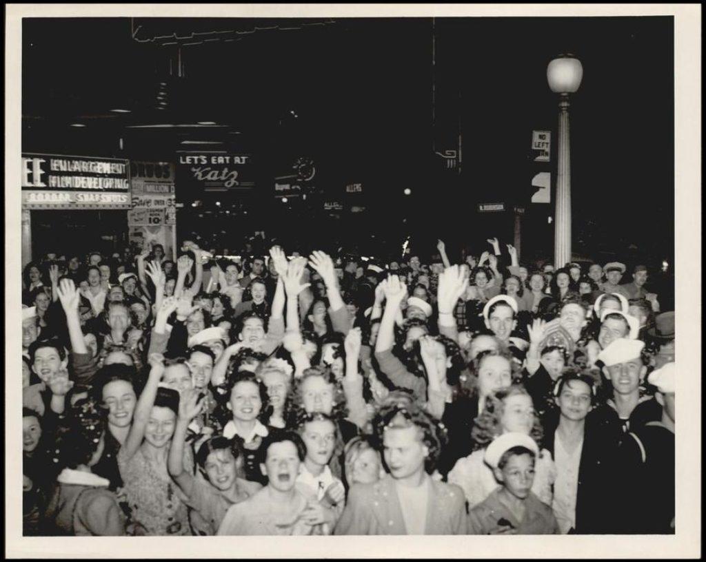 halloween-main-street-1945