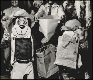 halloween-trick-or-treaters-1961