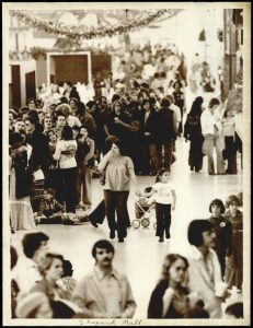 xmas-shopping-shepherd-mall-1976
